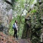 Entre dos grandes rocas