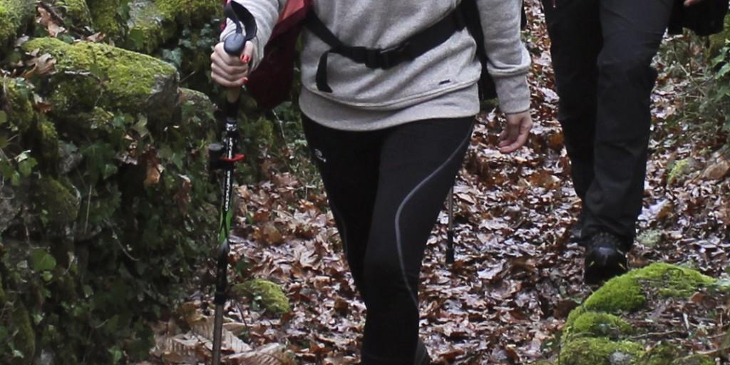 ¿Por qué es aconsejable usar bastón de senderismo?