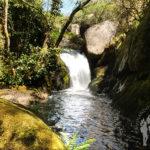 Salto agua río Escádebas