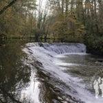 Salto de agua río Sarria